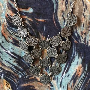 Jewelry - NWOT Silver Coin Style Collar Necklace